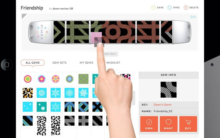 Interactively customize your bracelet by  Gemio .