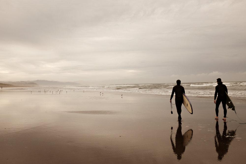 2surfers.jpg