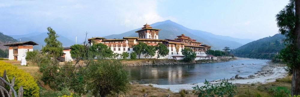 2 Punakha Dzong pano_1400x600.jpg