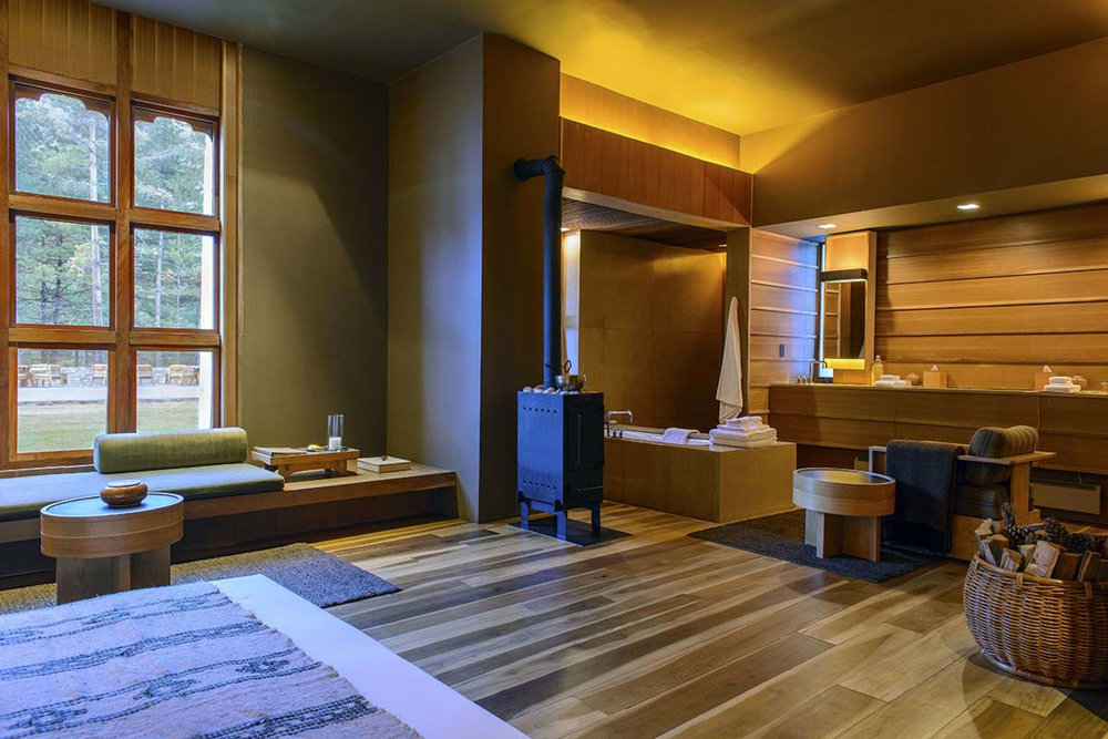 5_thimphu_lodge_suite_interior_original_8782_0.jpg
