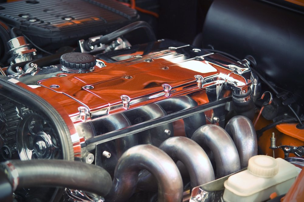 Engine problems could be pinpointed by the things you smell or see.