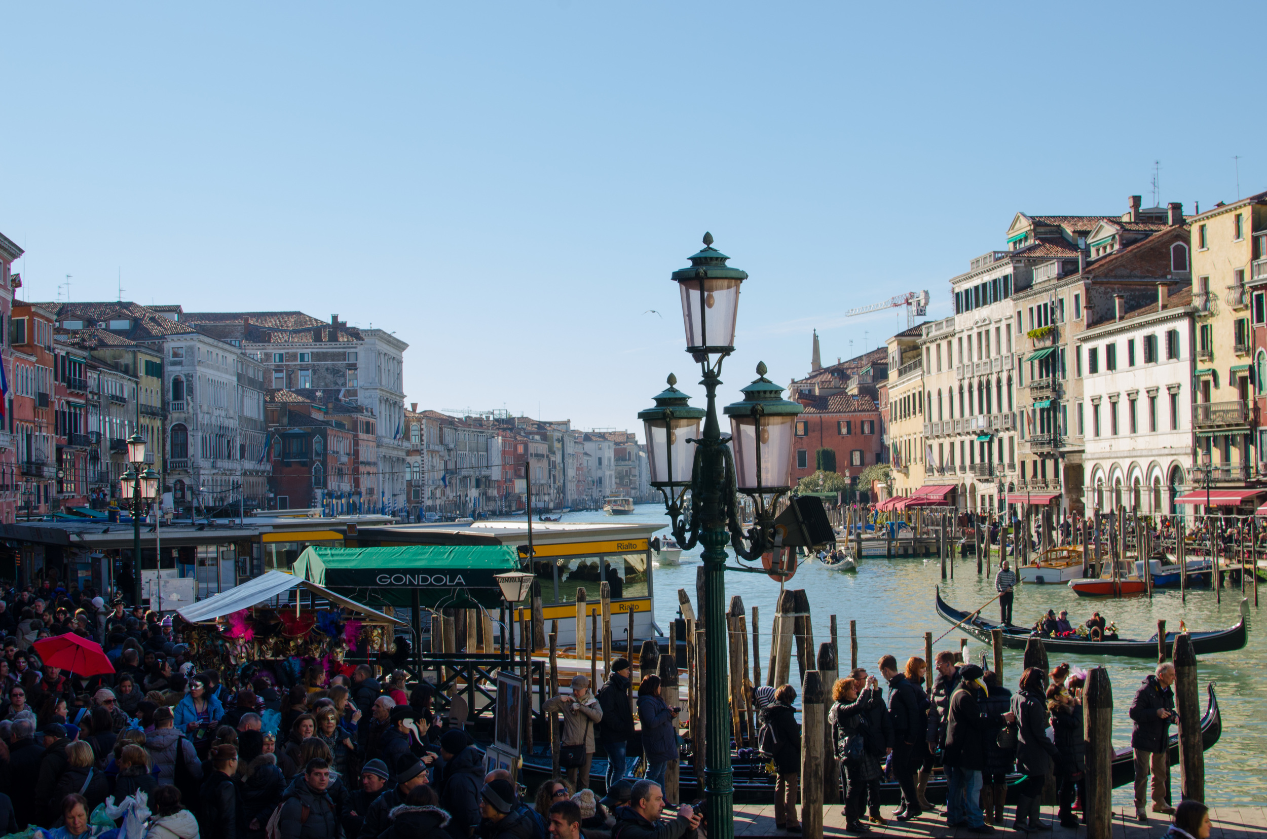 Crowds at Rialto Bridge