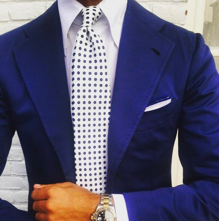 black-jacket-suiting-blue-lapel
