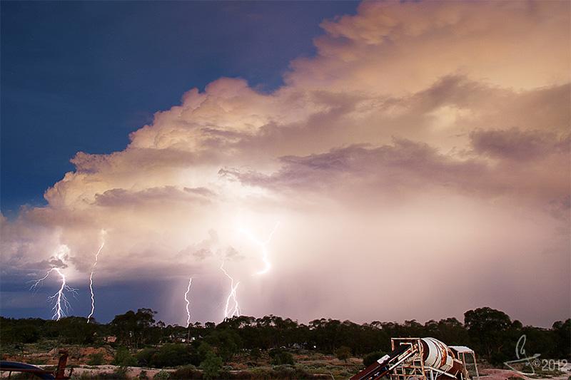 Pony Fence opal field, Lightning Ridge, New South Wales, Australia.