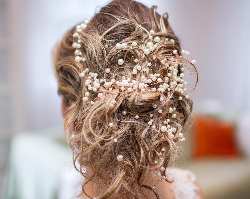 Noiva usa cabelo preso e cascata de pérolas Graciella Starling - Tartari Foto e Vídeo