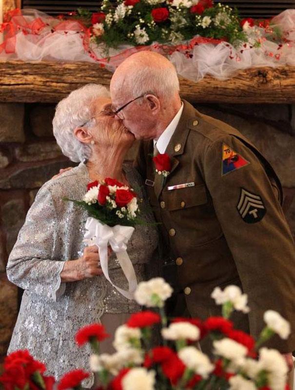 Separaram-se na 2ª guerra mundial e depois de muitos anos se reencontraram.