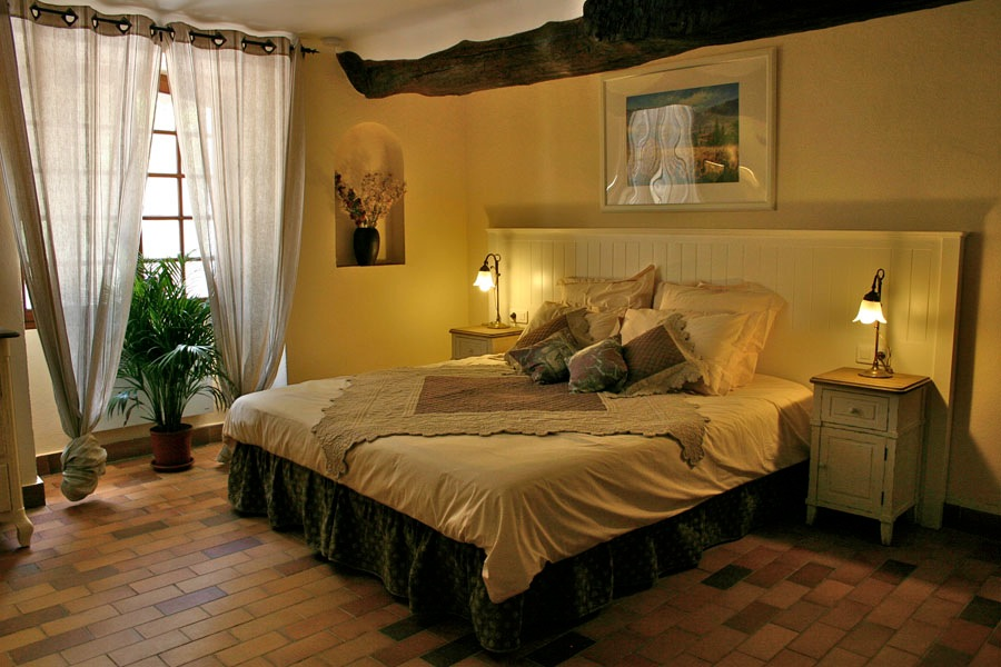 Comforting bedrooms Bastide Avellanne | EAT.PRAY.MOVE Yoga Retreats | Provence, France
