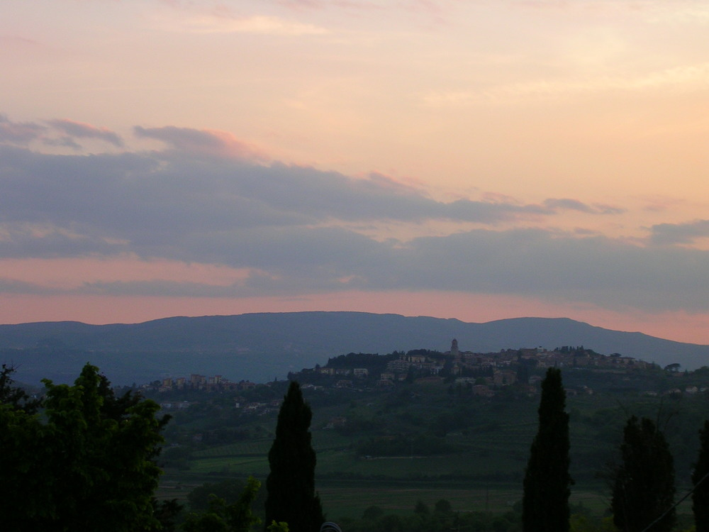 Cotton candy skies EAT.PRAY.MOVE Yoga Retreats | Tuscany, Italy