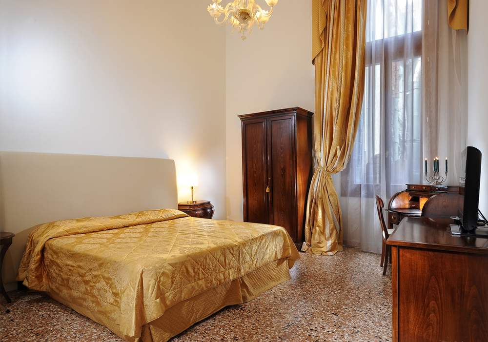 Spacious rooms Palazzo Vitturi | EAT.PRAY.MOVE Yoga | Venice, Italy