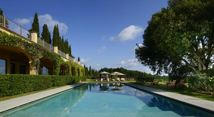 Pool views Castello del Nero | EAT.PRAY.MOVE Yoga | Chianti, Italy