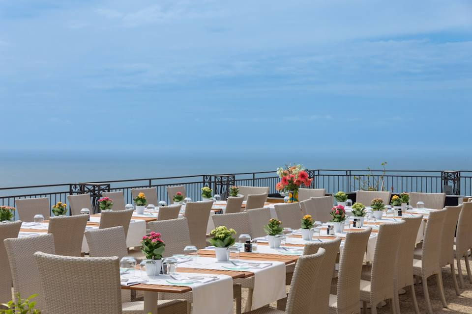 Dining table over the sea Hotel Margherita EAT.PRAY.MOVE Yoga Retreats | Amalfi Coast, Italy