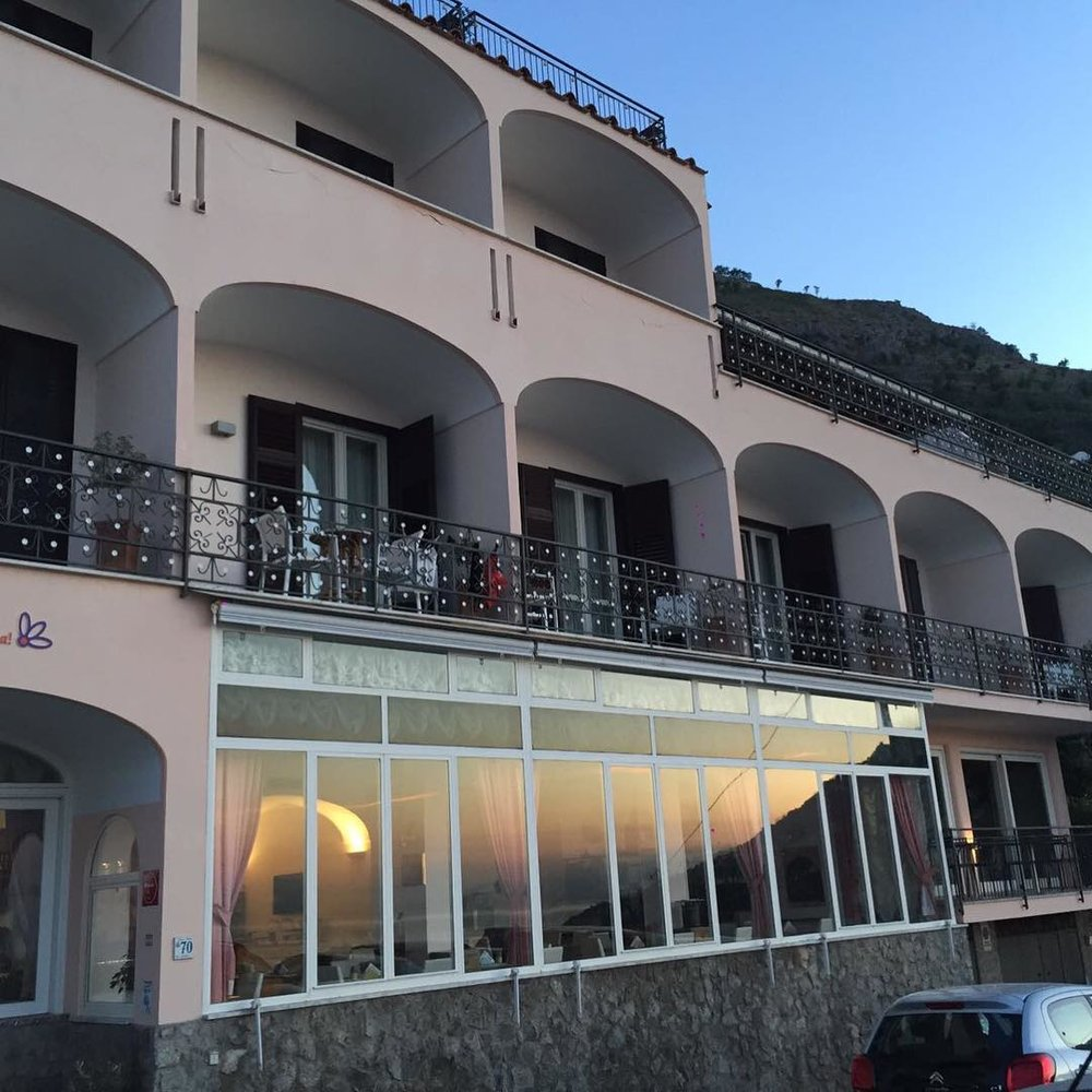 Sunset over the balconies Hotel Margherita EAT.PRAY.MOVE Yoga Retreats | Amalfi Coast, Italy