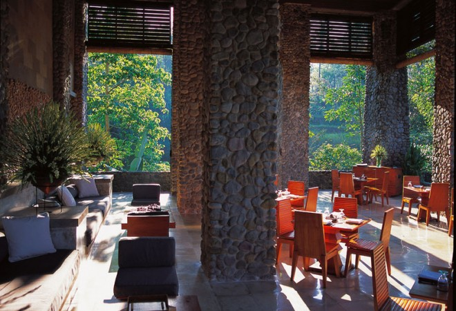 Dining at the hotel Alila Ubud EAT.PRAY.MOVE Yoga Retreats | Bali, Indonesia