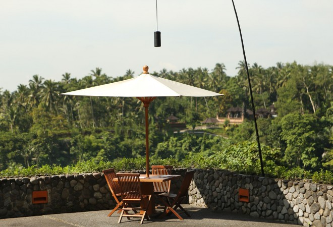 Outdoor dining at the hotel Alila Ubud EAT.PRAY.MOVE Yoga Retreats | Bali, Indonesia