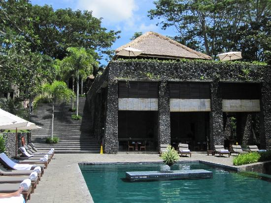 Pool and lounge area Alila Ubud EAT.PRAY.MOVE Yoga Retreats | Bali, Indonesia