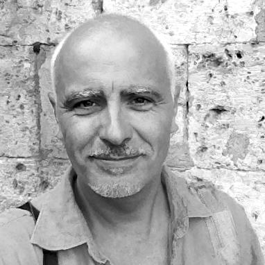 Art teacher Julian Hyzler EAT.PRAY.MOVE Yoga | Venice, Italy
