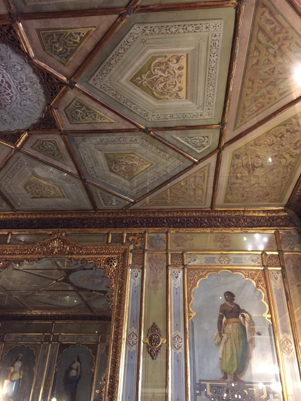Gilded gold walls at Florian EAT.PRAY.MOVE Yoga | Venice, Italy