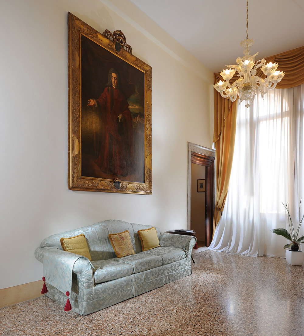 Hotel room lounge space Palazzo Vitturi EAT.PRAY.MOVE Yoga | Venice, Italy