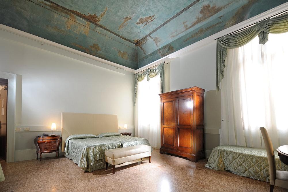 Sea blue guest room Palazzo Vitturi EAT.PRAY.MOVE Yoga   Venice, Italy