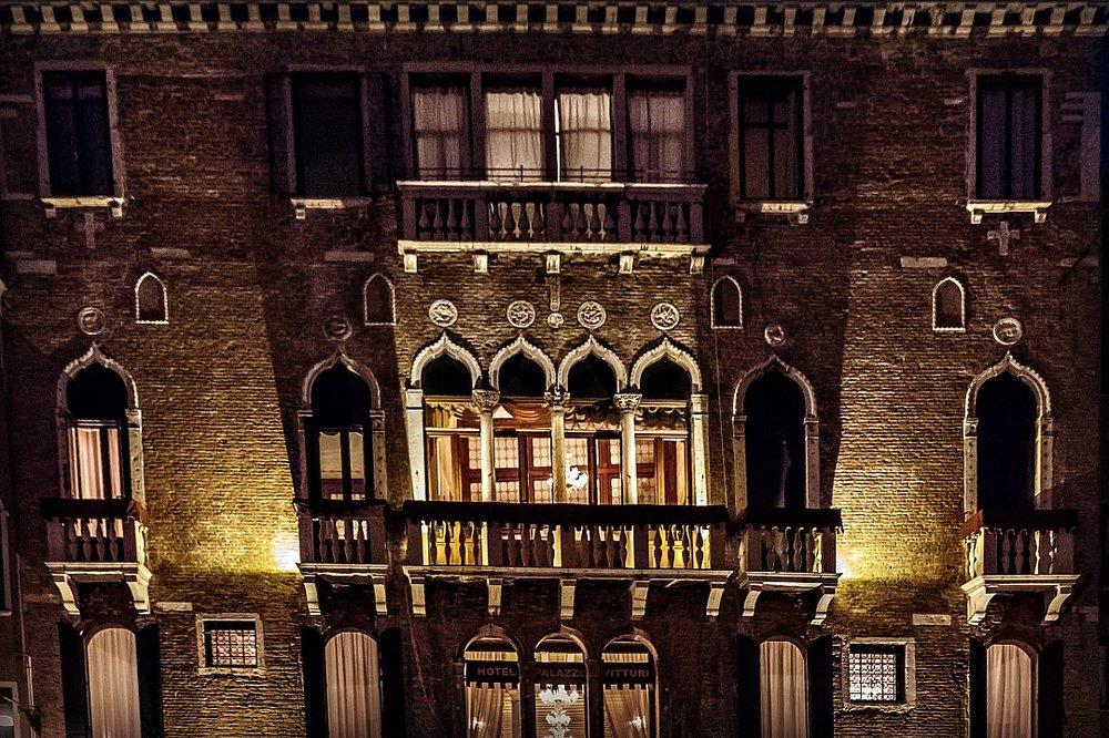 Nighttime hotel exterior Palazzo Vitturi EAT.PRAY.MOVE Yoga | Venice, Italy