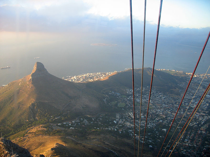 800px-Lion's_Head_view_as_seen_from_Table_Mountain_cable_car.jpg