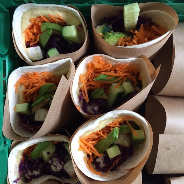 Hibiscus Dinners wrap: hjemmelaget hummus, fetaost, grønnsaker