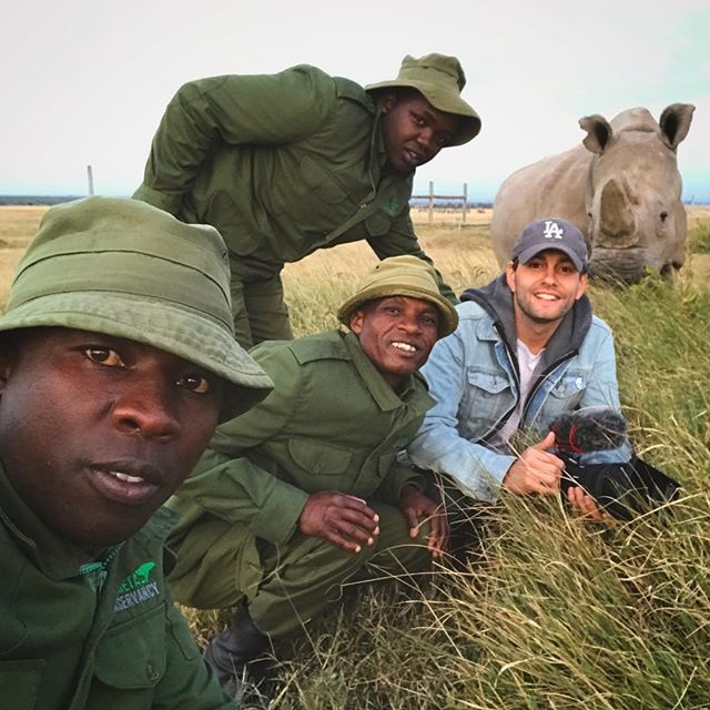 James, JoJo, Jacob & @ragtagtribe founder Andrew take a selfie with Fatu - one of the only two northern white rhinos alive today. We're stoked to play a role in the production of @sudanfilm. It's such a worthy story • #sudanthefilm #thelastmalestanding #documentary #filmmaking