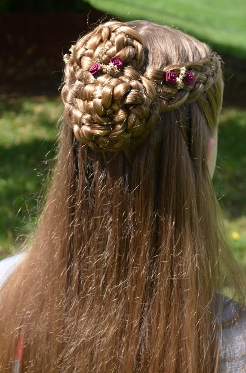5 Strand Classic Cascade w fancy pin-up.jpg