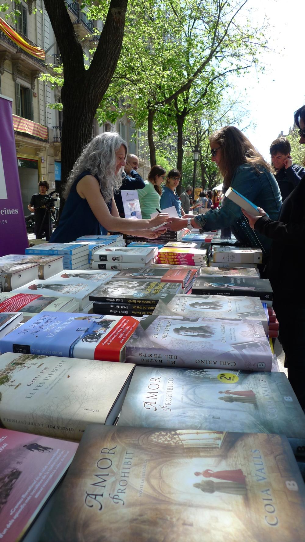 Book signing on Rambla de Catalunya