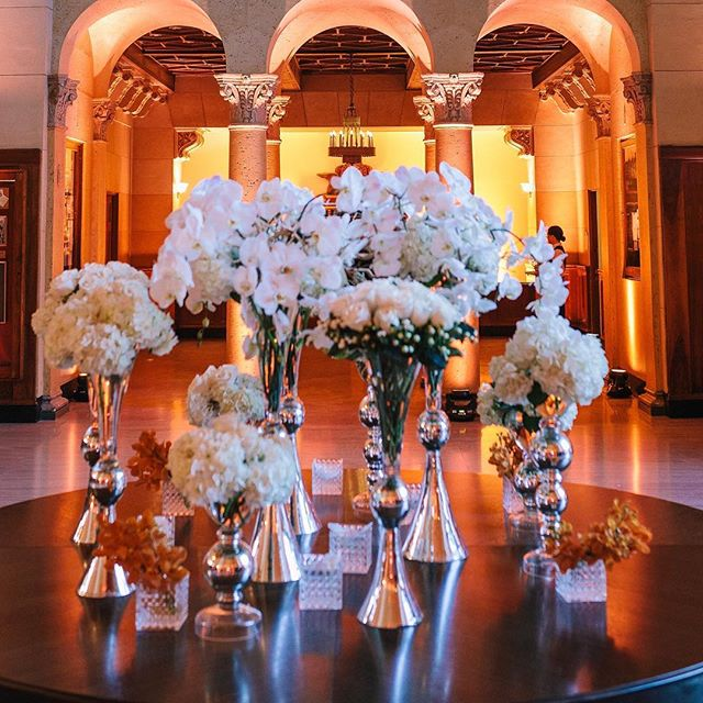 Thank you @mr_bs_flowers for the amazing florals at #themacarthurreveal event #fullspectrumphotography #themacarthurla #laevents #flowers #laweddingvenue #weddinginspiration #eventdesign #bride #wedding #luxurywedding #losangeleswedding #theknot #psavlighting