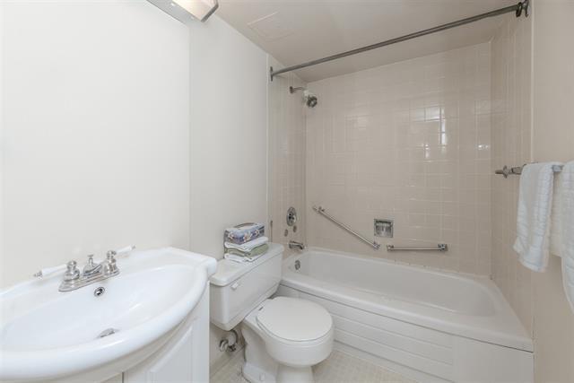 1 bed - 1 bath - 665 Square Feet - Ambleside, West Vancouver - $395,000