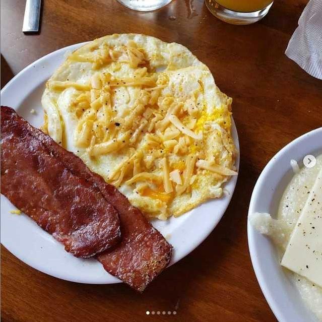 Griiiiiiiiiiittsssss *Jill Scott Voice* and some cheese eggs.