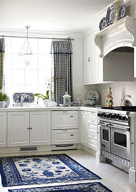 traditional white kitchen with shaker cabinets