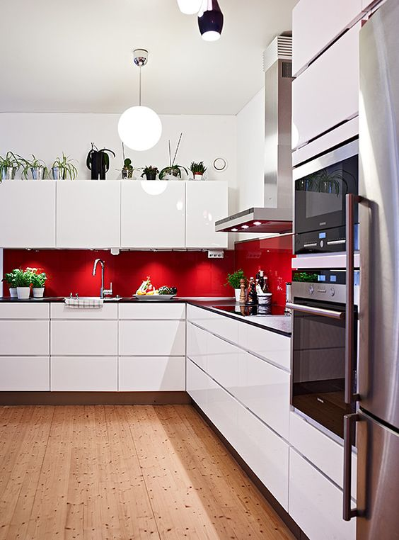 Attirant Minimalist White Kitchen With Red Backsplash