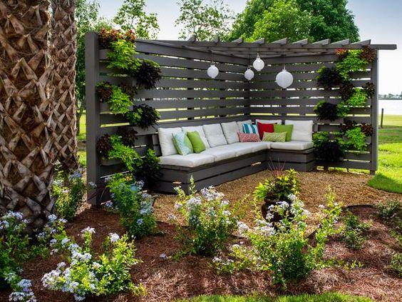 Buat Sejuk Area Santai Outdoor Di Rumah Dengan Desain Pergola Yang