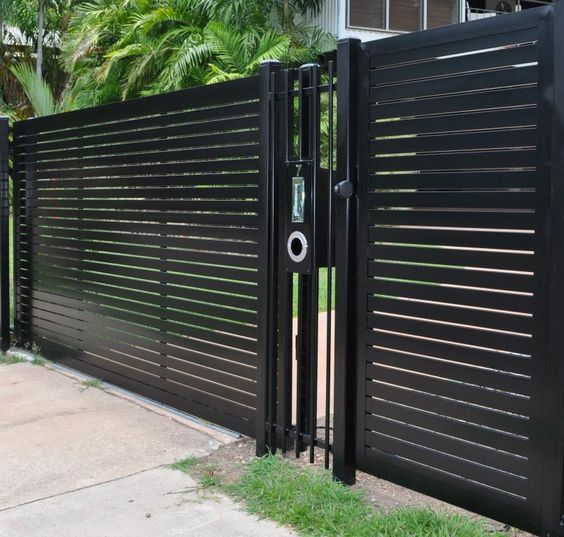 How to Paint a Wrought Iron Fence picture