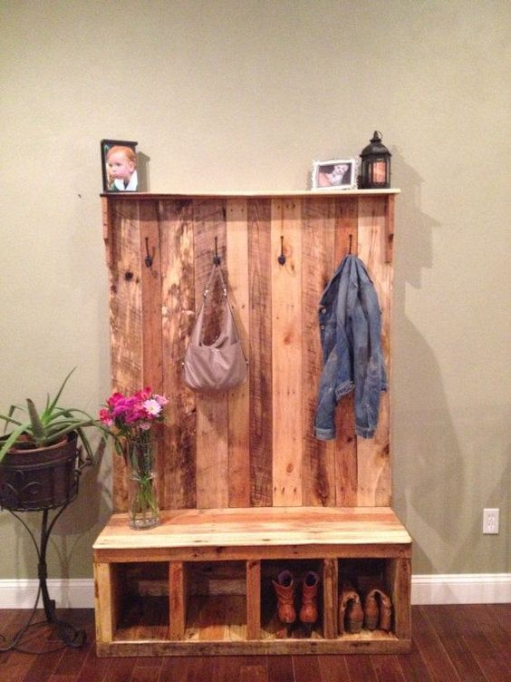pallet mudroom organiser