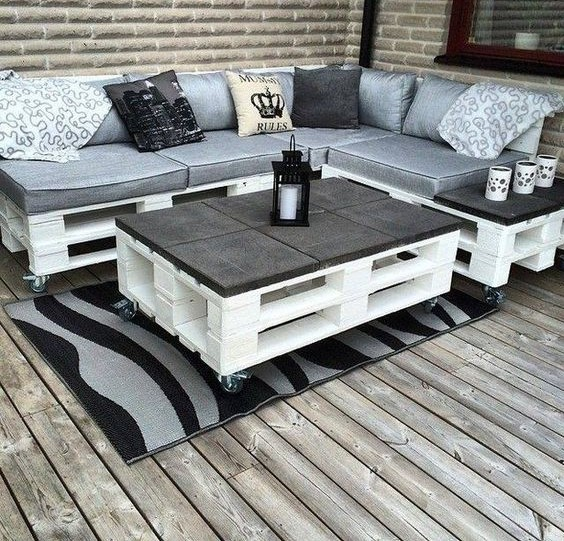 black and white pallefurniture
