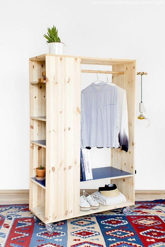 pallet mini closet