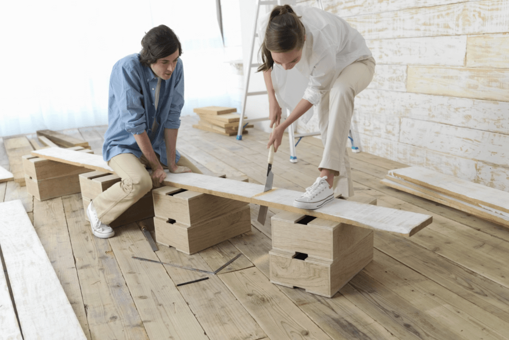 couple-doing-renovation-woodwork-mini.png