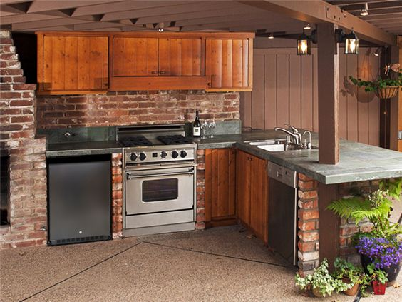 traditional outdoor kitchen