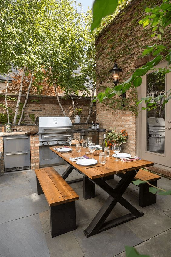 city backyard outdoor kitchen