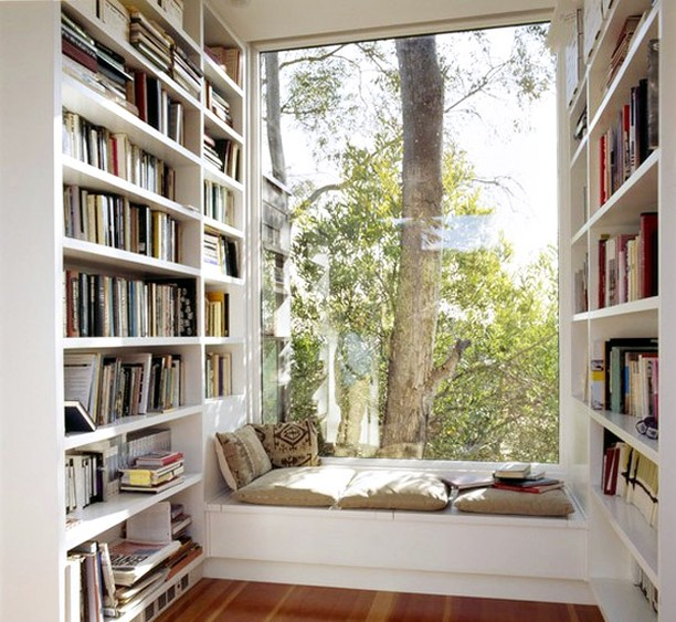 How amazing is this reading nook? Perfect for every bookworm 😍  #RenoGuide #Library #Bookstagram #Shelfie #InteriorDesign #LibraryGoals #Goals #Design #DesignInspo #ReadingNook #SunRoom