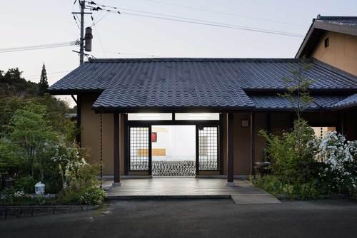 maruhiro-flagship-ceramics-store-viventium-design-zachary-kraemer-8.jpg