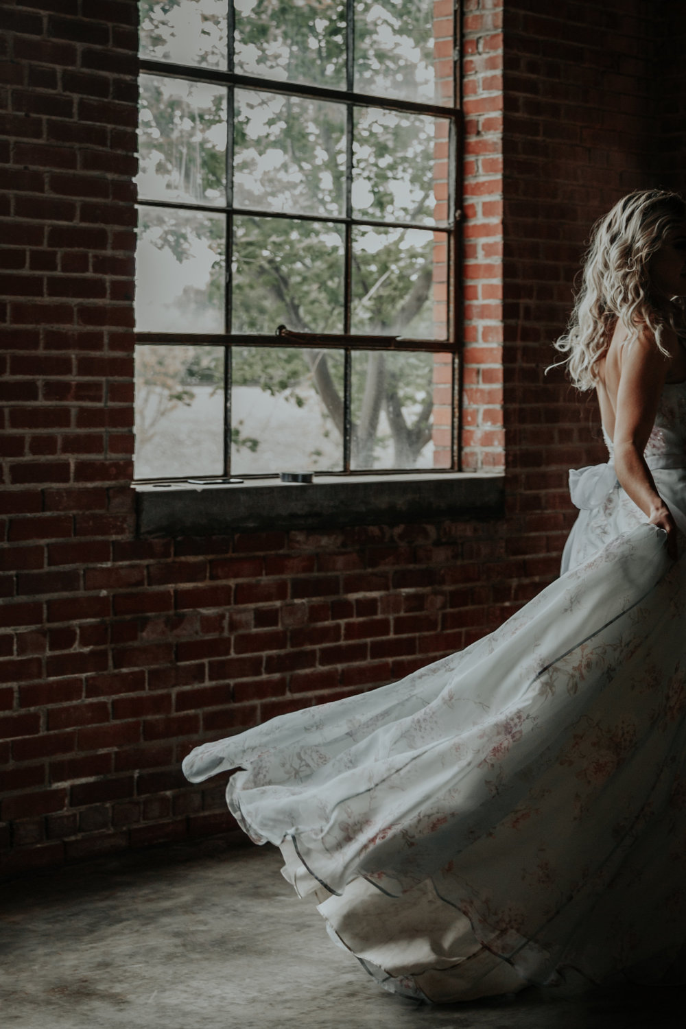 Dramatic bridal portraits are so stunning in this styled shoot by wedding photographer Abigail Joy, from Be Images Photography.