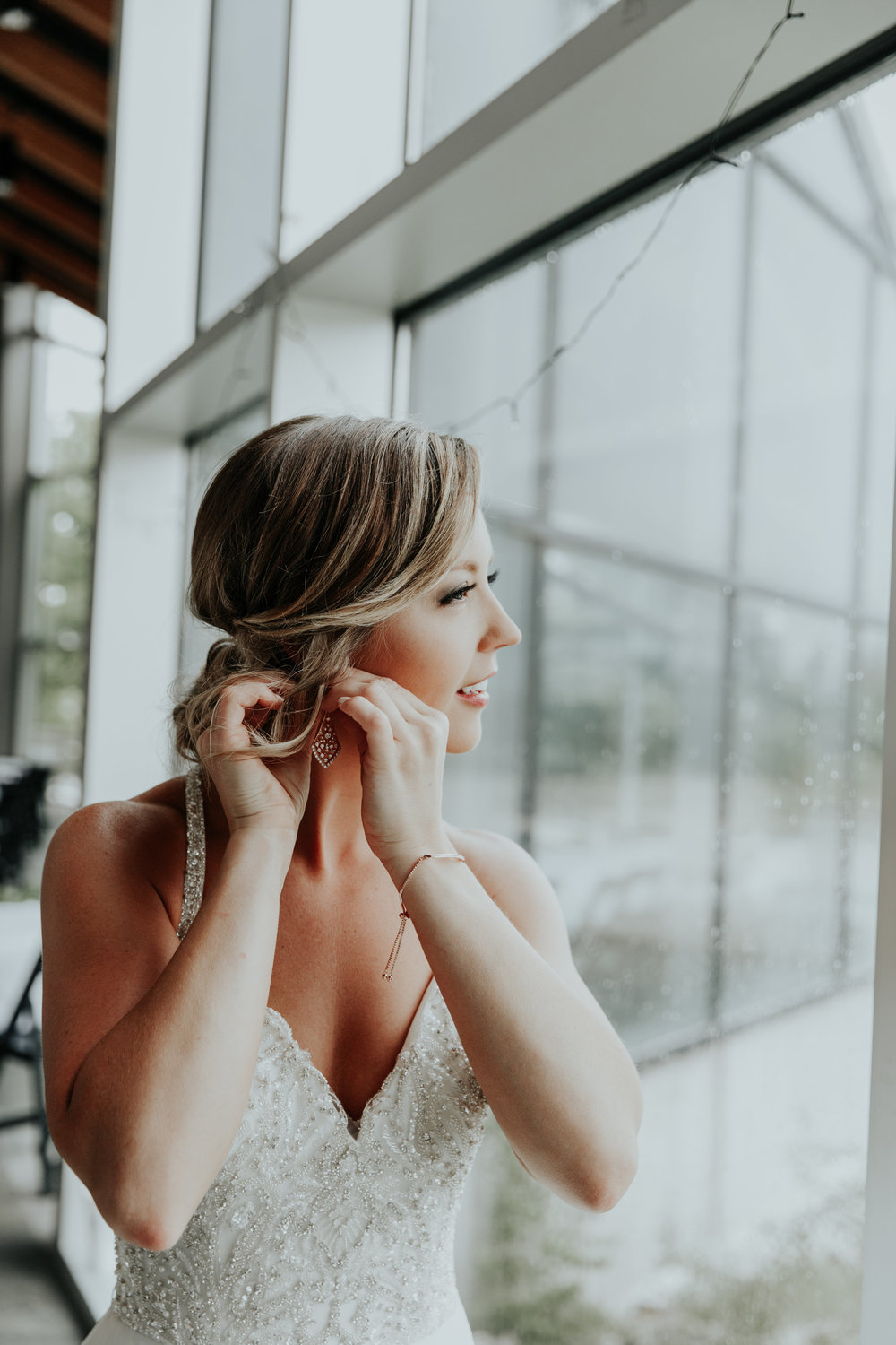Bride getting ready on wedding day | Be Images