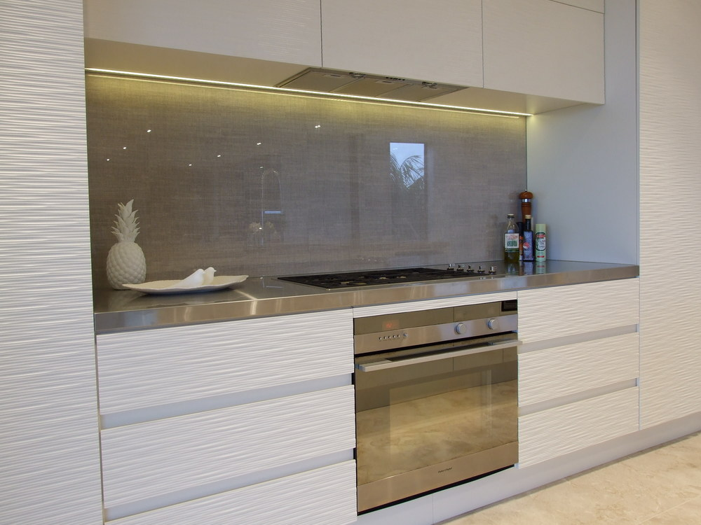 Splash backs don\u0027t have to be limited to coloured glass. On a whole most kitchens that are currently being manufactured are finished with a particle glass ... & KITCHEN REPORT \u2014 McIntosh Moorman