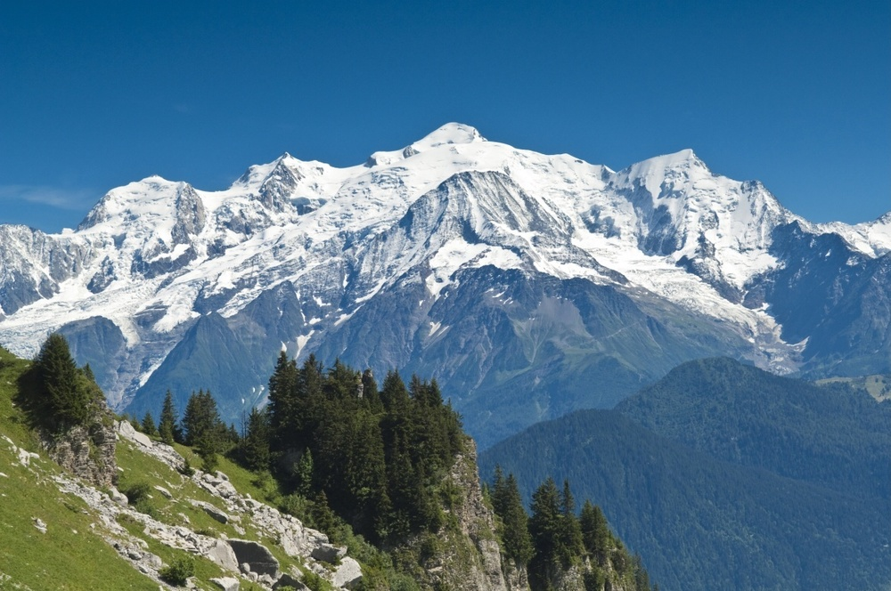 Walk-to-the-Varan-hut-view-of-the-Mont-Blanc-range.jpg