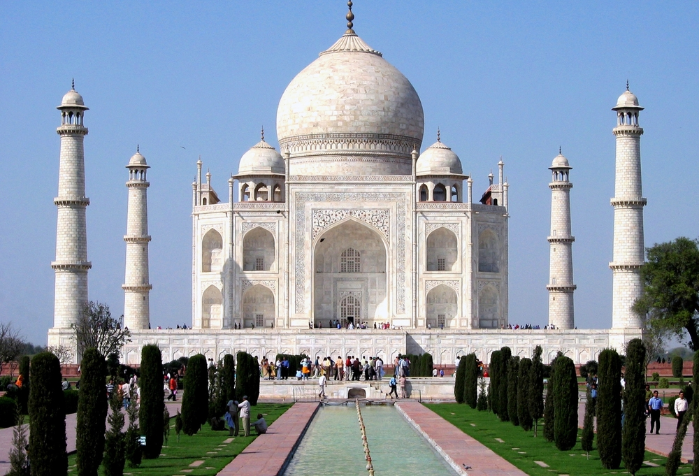 Taj_Mahal_in_March_2004.jpg