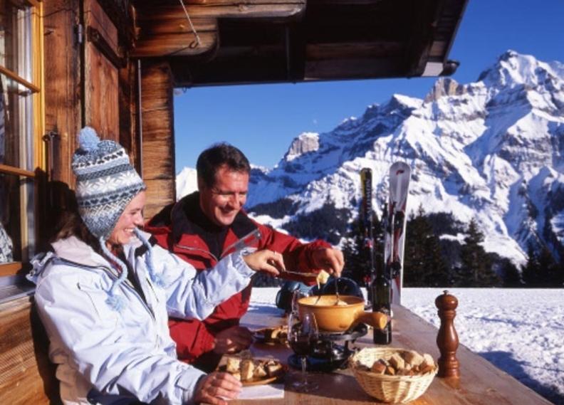 fondue eating.jpg